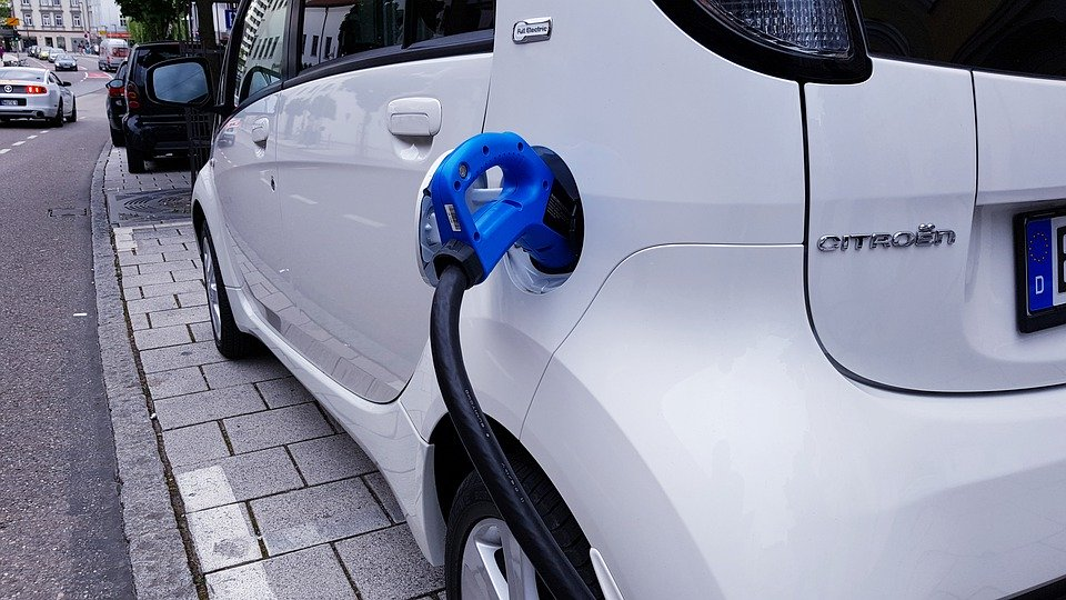Elektrisch 'tanken' wordt schandalig duur